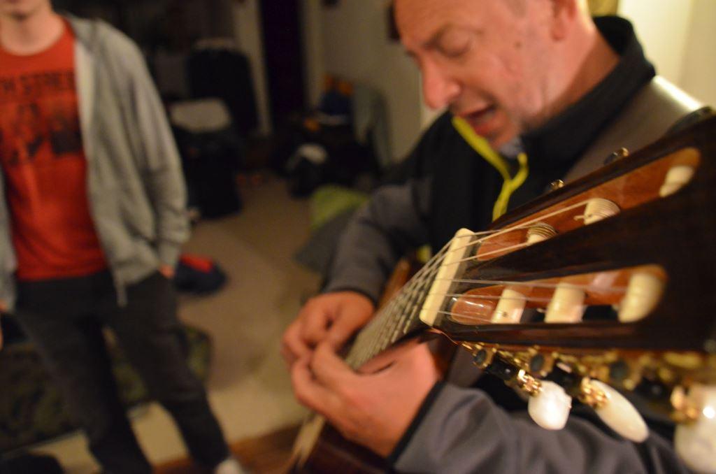 Župnik na kitari